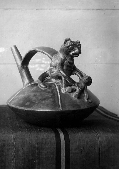 Vase de Cajamarguilla, assiette incasique