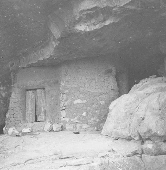 Auvent où sont conservés les objets rituels