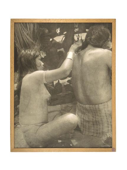 Sans titre [femme peignant le dos de Yaloukama]