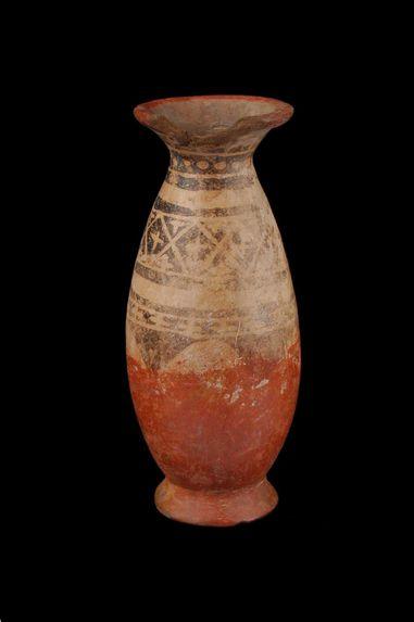 Vase ovoïde à col et à pied