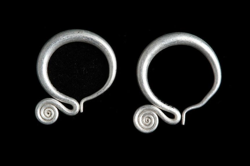 Costume de femme: paire de boucles d'oreilles