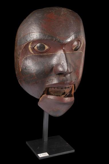 Masque anthropomorphe à transformation