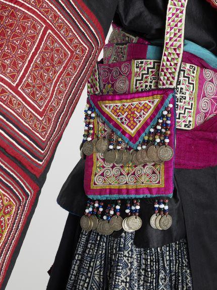 Elément de costume féminin: turban
