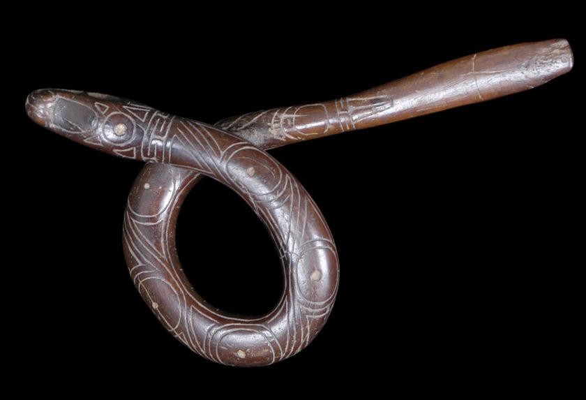 Spatule vomitive en forme de serpent