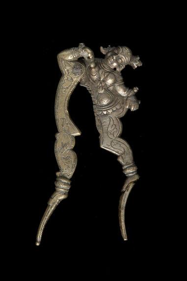 Coupe-noix d'arec à figuration de danseuse