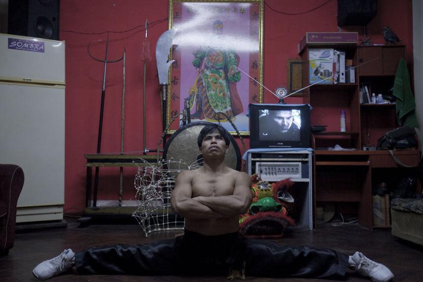 Kung fu teacher Umexson Vásquez stretching at his living room