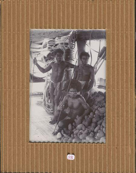 Hommes de la brousse de l'Ile de l'Amirauté