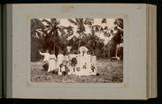 Groupe de Tahitiens (avec tambours et accordéon)