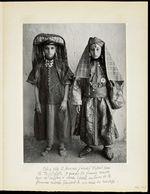 Côte à côte deux femmes juives d'Erfoud dans le Tafilalet