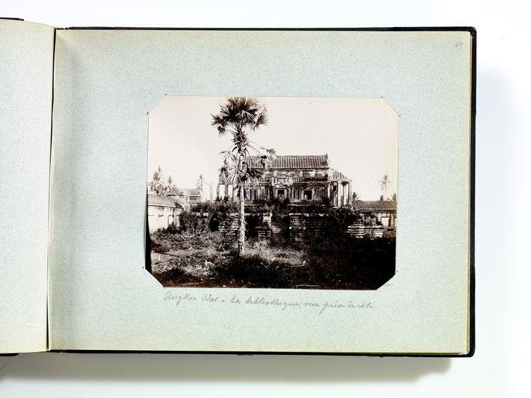 Angkor Wat - la bibliothèque, vue prise de côté