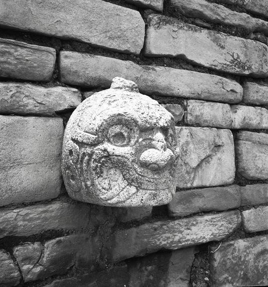Bande-film de 3 vues concernant le site archéologique de Chavin de Huantar