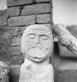 Bande film de 3 vues concernant des sculptures antropomorphes en pierre