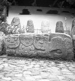 Bande film de 3 vues concernant des sculptures et bas-reliefs anthropomorphes et...
