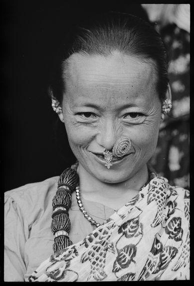 Femme limbu avec ses bijoux