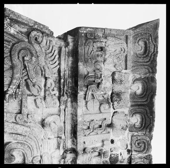 Xochicalco [bas-reliefs]