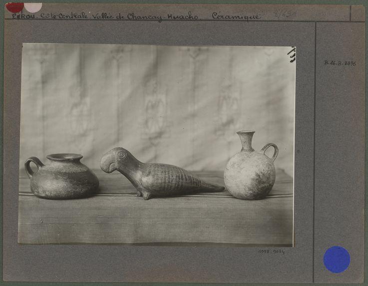 Deux vase et un oiseau (Huacho)
