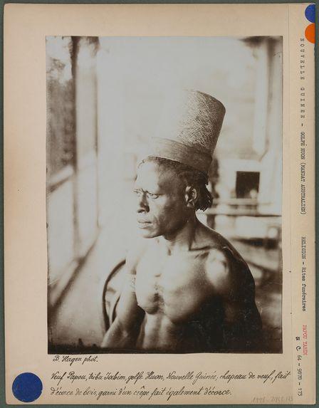 Veuf papou, tribu Yabim, chapeau d'écorce de bois