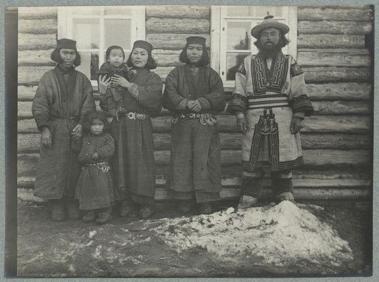 Une famille du village Ay
