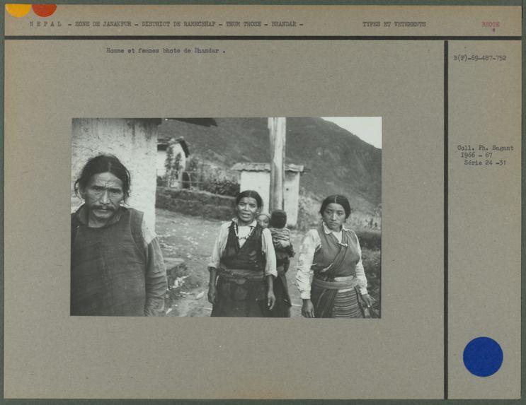 Homme et femmes bhote de Bhandar