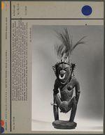 Statuette en bois porteuse de masque Bana
