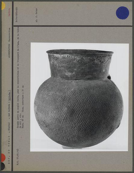 Grande jarre en argile cuite