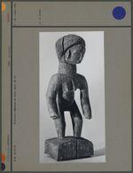 Statuette féminine en bois