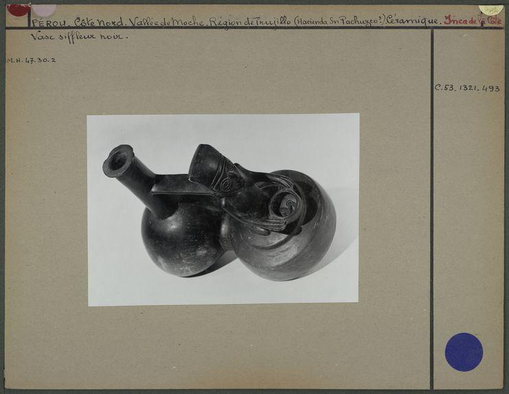 Vase noir Chimu représentant un cuisinier