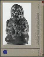 Vase anthropomorphe : femme syphilitique et son enfant
