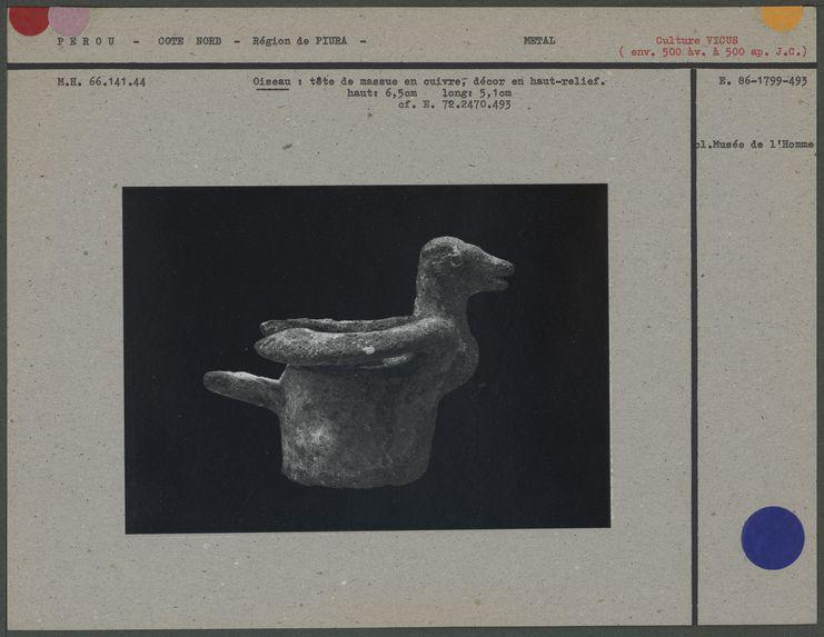 Oiseau, tête de massue en cuivre