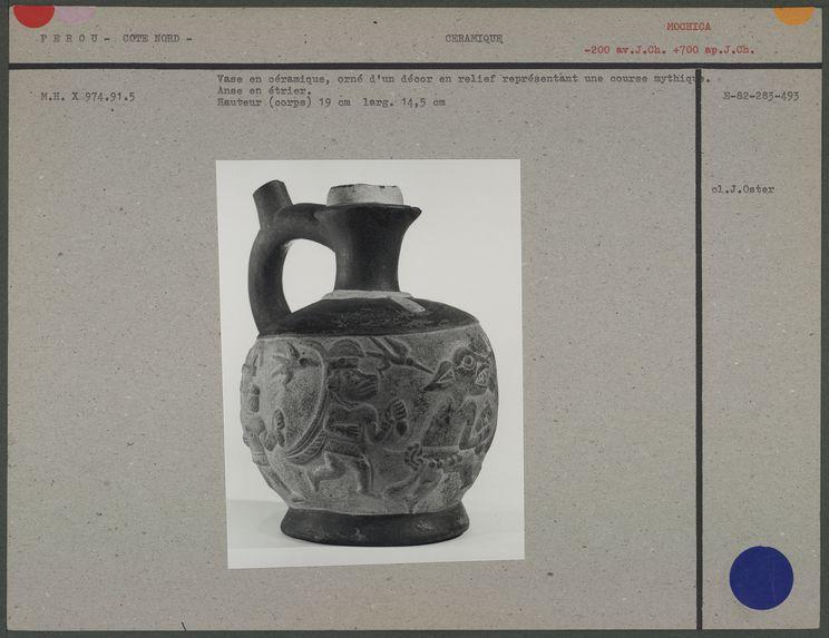 Vase en céramique, course mythique