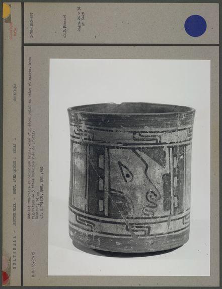 Gobelet funéraire en céramique brune