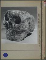 Tête de mort en pierre