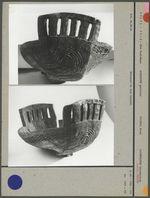 Vase en corne sculptée