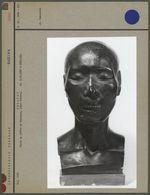 Buste en plâtre de Guyunusa