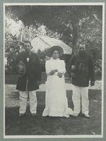 Huahiné. La reine entre son père et son oncle