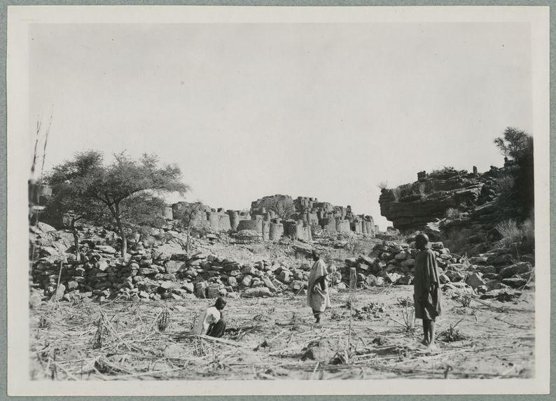 Environs de Bandiagara. Village de Mogono