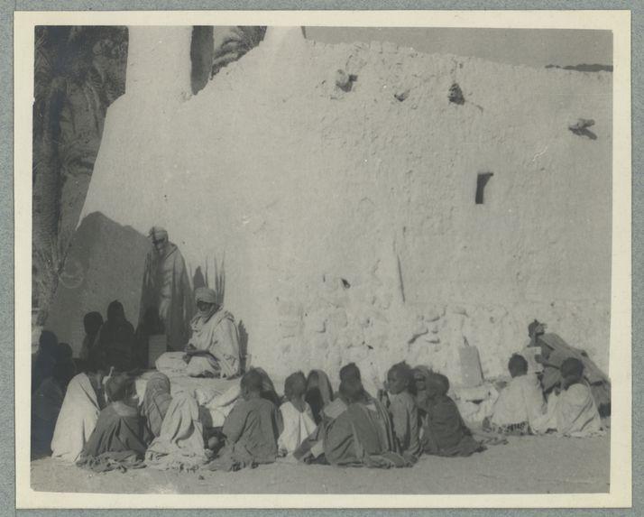 L'école coranique devant la mosquée d'Adjahil