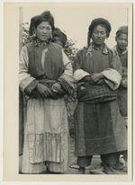 Femmes tibétaines du village de Tsedjrong en costume de fête