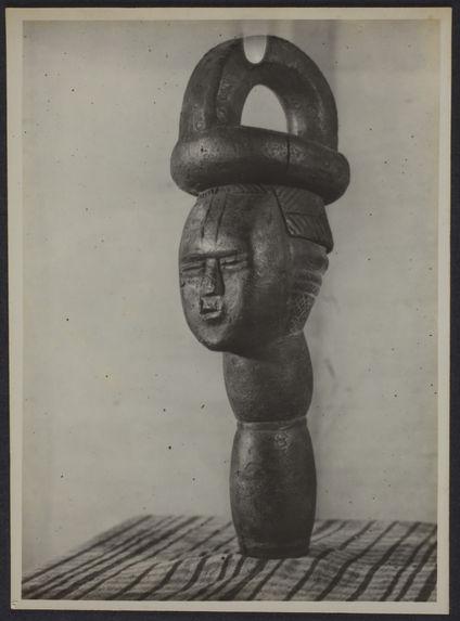 Poteau sculpté en bois