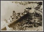 Mission IFAN Dekeyser-Holas au Libéria en 1948 [Personnes dans une pirogue]