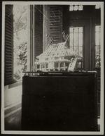 La disposition des ornements sur le toit