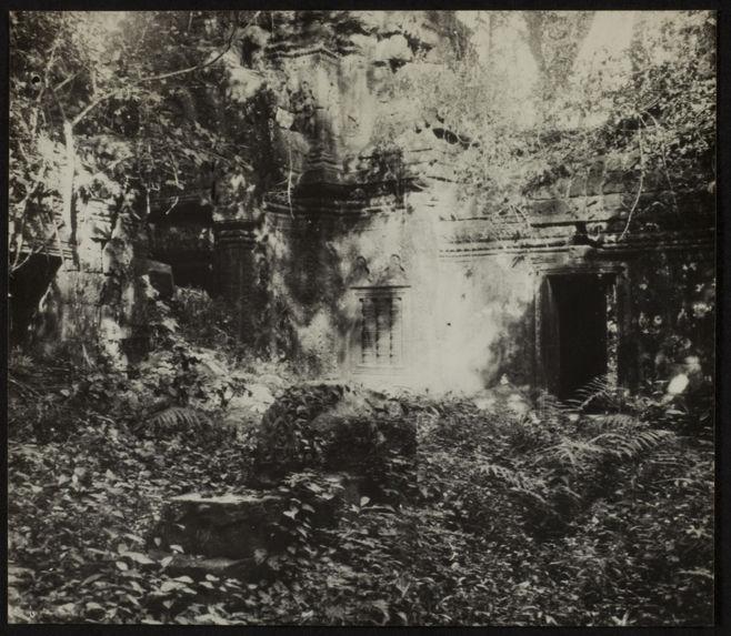 Sans titre [temple en ruines]