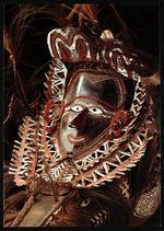 Masque composé d'une gueule de requin