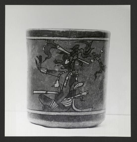 Vase cylindrique peint polychrome, Nebaj