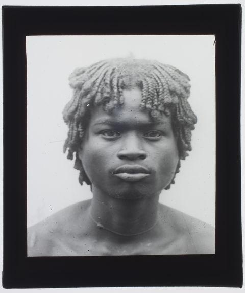 Sans titre [portrait d'un jeune Malgache vu de face]