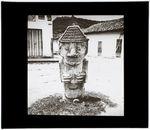Place du village [statue anthropomorphe]